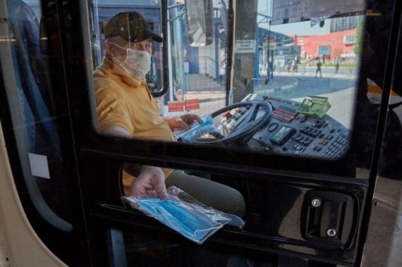 Масками обеспечат всех водителей автобусов
