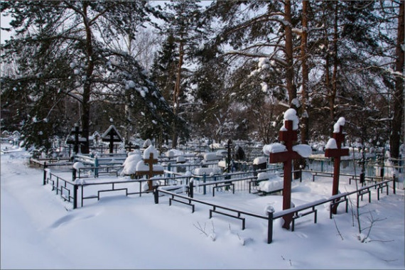 Вместо интимных услуг клиента в Воскресенске отвезли на кладбище