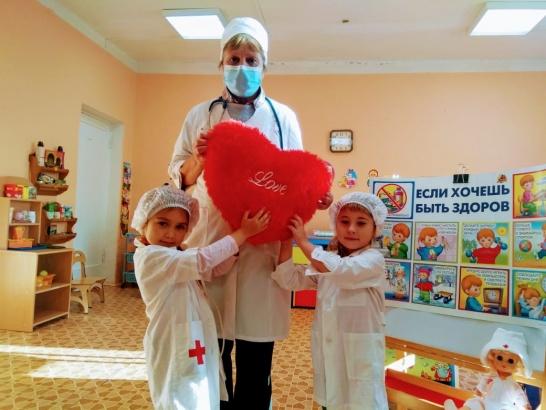 """Обучающиеся """"Одиссеи"""" поблагодарили докторов"""