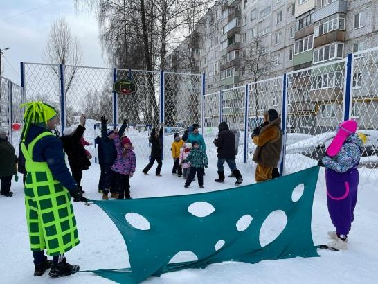 Игровую программу провели во дворе дома в Колычёве